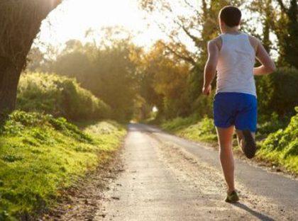 Homem correndo para criar um novo habito
